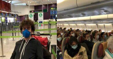 Studente in aereoporto durante Coronavirus - Erasmus
