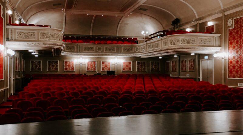 Immagine di un teatro in cerca di pubblico